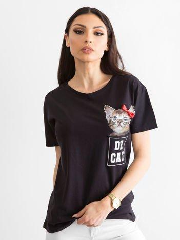 Czarny t-shirt z kotem i aplikacją
