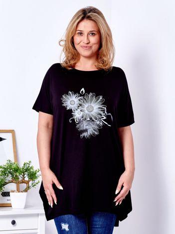 Czarny t-shirt z kwiatowym printem PLUS SIZE