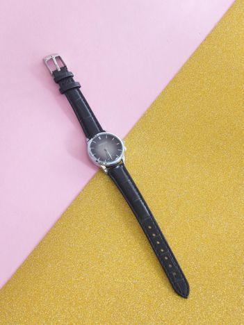 Czarny zegarek kwarcowy