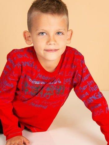 Czerwona bluzka dla chłopca z tekstowym nadrukiem