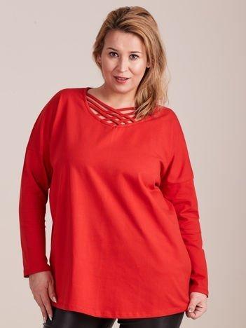 Czerwona bluzka z dekoltem cut out PLUS SIZE