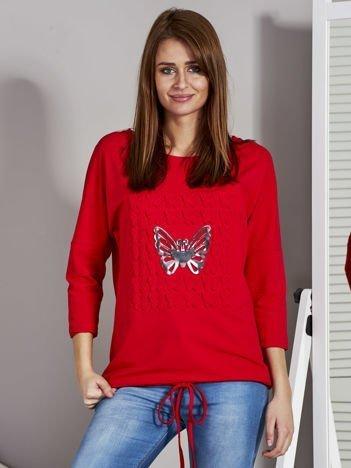 Czerwona bluzka z motywem motyli