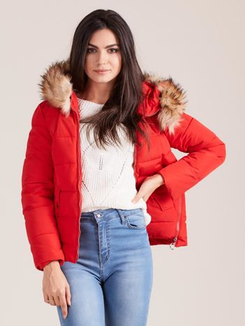 Czerwona damska kurtka z kapturem
