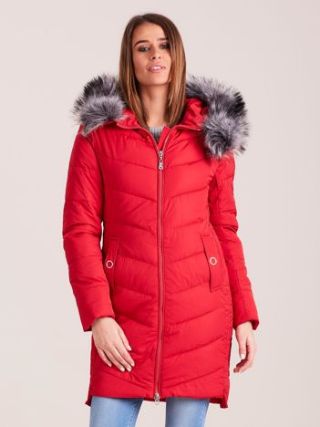 Czerwona długa kurtka na zimę