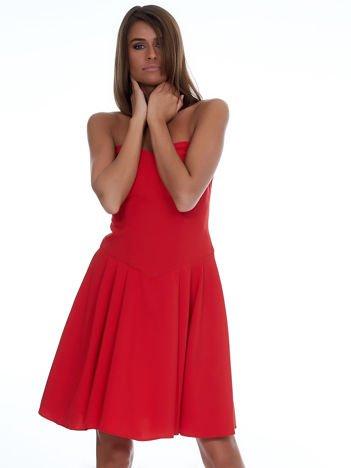 Czerwona gorsetowa sukienka z rozkloszowanym dołem