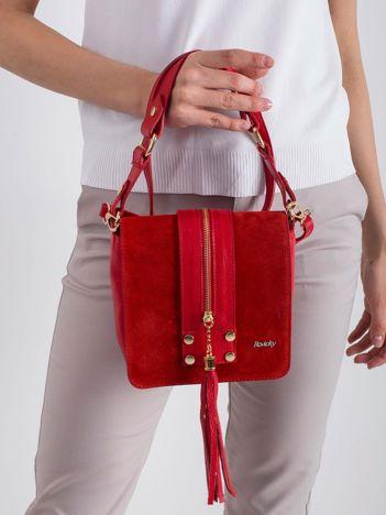 Czerwona mała torebka skórzana