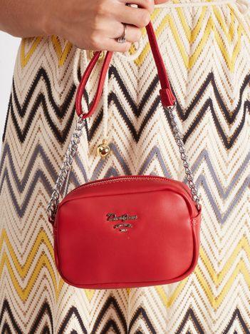 Czerwona mała torebka z paskiem
