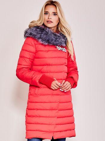 Czerwona pikowana długa kurtka zimowa