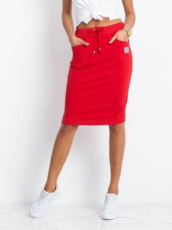 Czerwona spódnica Features