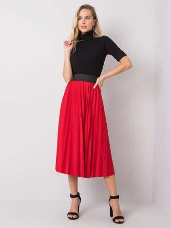 Czerwona spódnica Petra