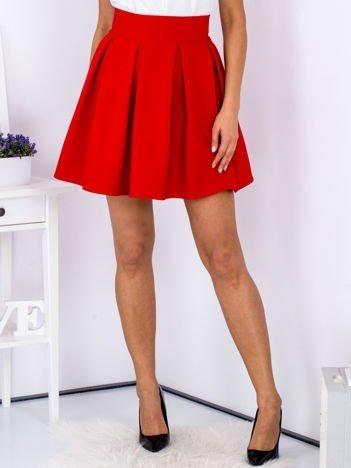 Czerwona spódnica z kontrafałdami