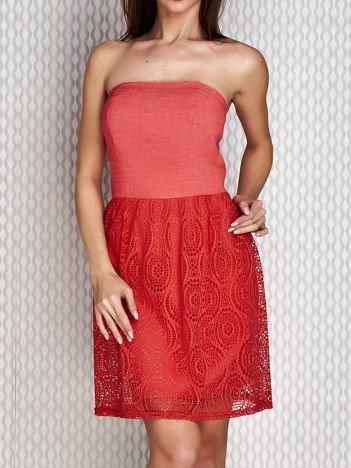 Czerwona sukienka koktajlowa z ażurowym dołem