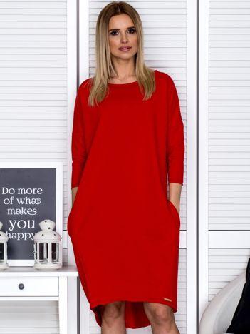 Czerwona sukienka oversize z kieszeniami