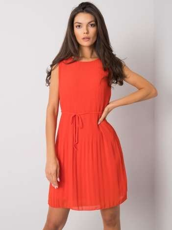 Czerwona sukienka plisowana Rayna