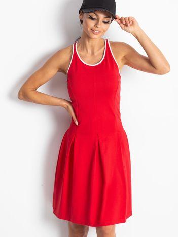 Czerwona sukienka sportowa