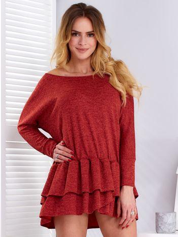 Czerwona sukienka warstwowymi falbanami