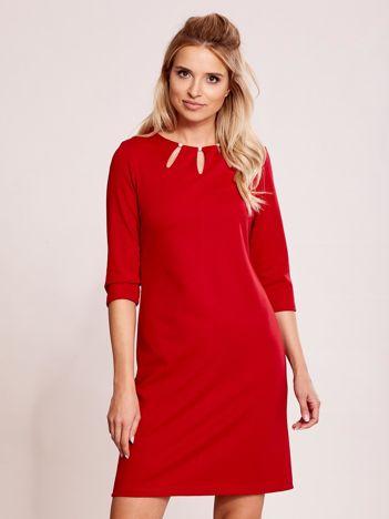Czerwona sukienka z perełkami