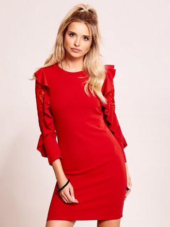 Czerwona sukienka z transparentnymi wstawkami na rękawach