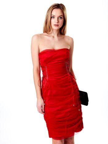 Czerwona sznurowana sukienka