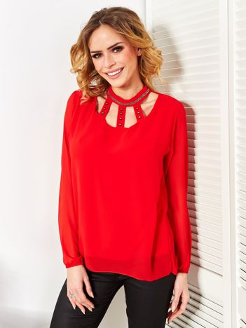 Czerwona szyfonowa bluzka z ozdobnym dekoltem