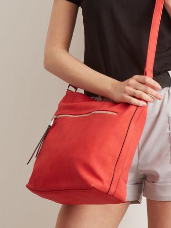 Czerwona torba na ramię