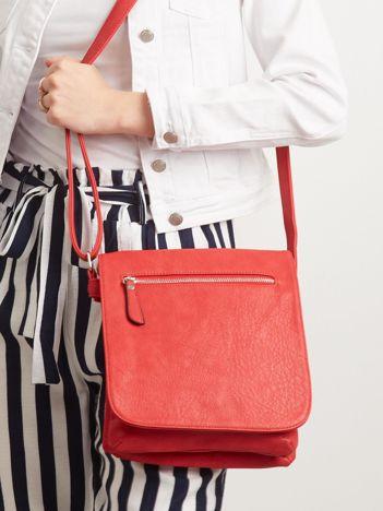 Czerwona torebka z klapką