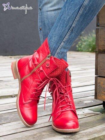 Czerwone botki botki Maciejka ze skóry z ozdobnym obcasem zapinane na suwak