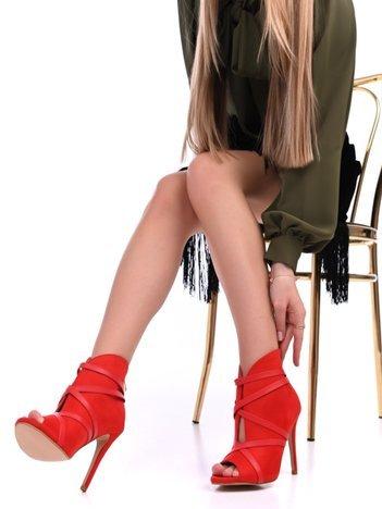 Czerwone botki na szpilkach z suwakiem na tyle cholewki