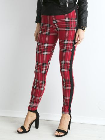 Czerwone legginsy w kratę