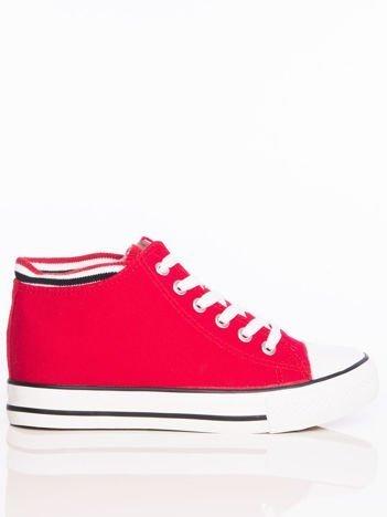 Czerwone płócienne sneakersy z dzianinowym brzegiem cholewki