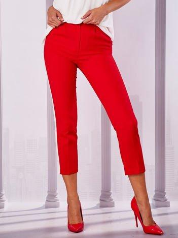 Czerwone spodnie z lampasami