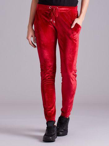 Czerwone welurowe spodnie z troczkami