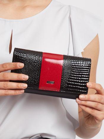 Czerwono-czarny lakierowany portfel
