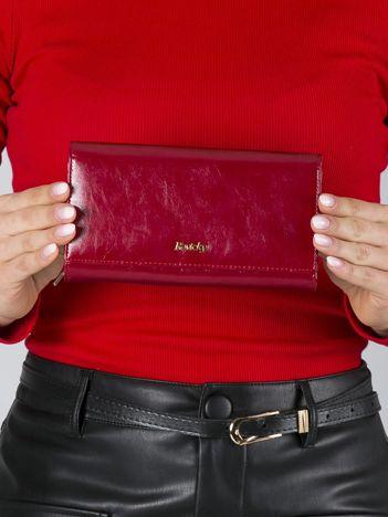Czerwony duży portfel skórzany