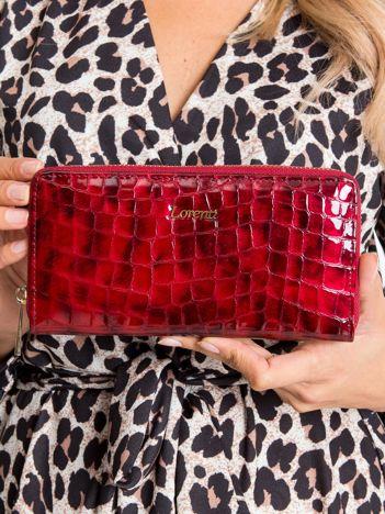 Czerwony lakierowany portfel damski