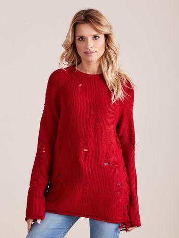 Czerwony luźny sweter ze sznurowaniem i szerokimi rękawami