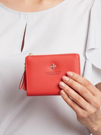 Czerwony mały portfel dla kobiety