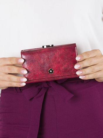 Czerwony mały portfel skórzany na bigiel