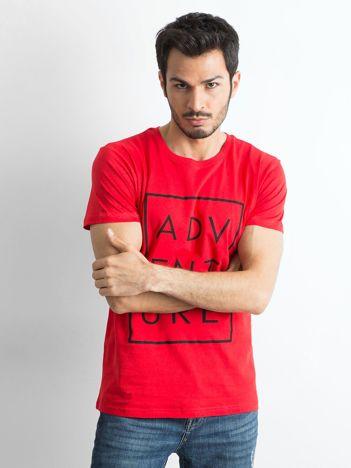 Czerwony męski t-shirt z napisem