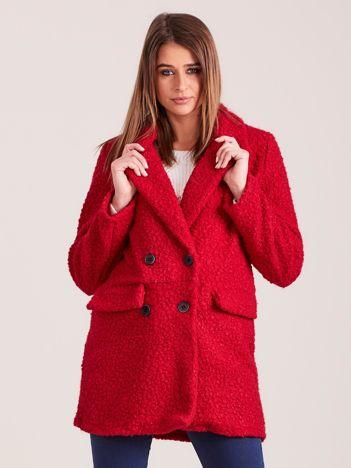 Czerwony płaszcz dwurzędowy