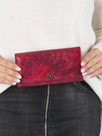 Czerwony podłużny portfel skórzany