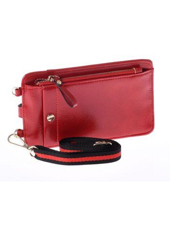 Czerwony portfel i etui na telefon z odpinanym paskiem