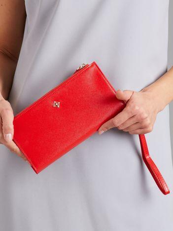 Czerwony portfel ze skóry saffiano z uchwytem
