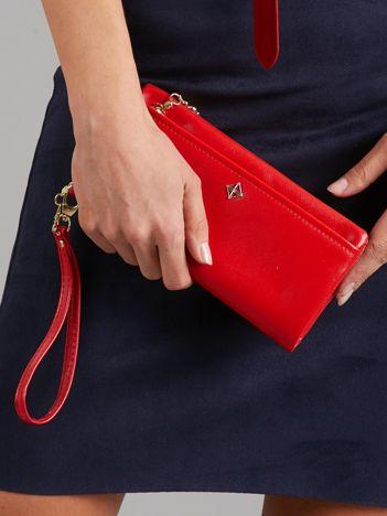 Czerwony poziomy portfel damski z uchwytem