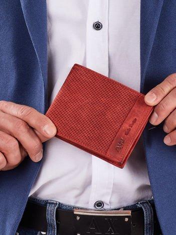 Czerwony skórzany portfel męski z plecionym motywem