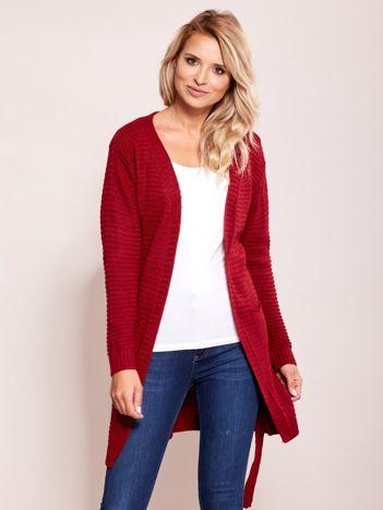 Czerwony sweter w prążki