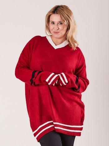 Czerwony sweter w serek PLUS SIZE