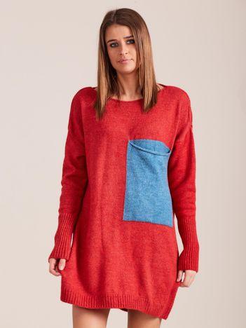 Czerwony sweter z kieszenią