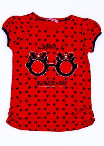 Czerwony t-shirt dla dziewczynki z nadrukiem i aplikacją