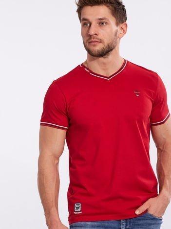 Czerwony t-shirt męski z dekoltem w serek